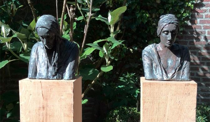 Bronzen beelden van Kieta Nuij bij Poorten van Reijmerstok