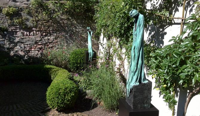 Bronzen beelden van Kieta Nuij bij Galerie Betsy Liepertz