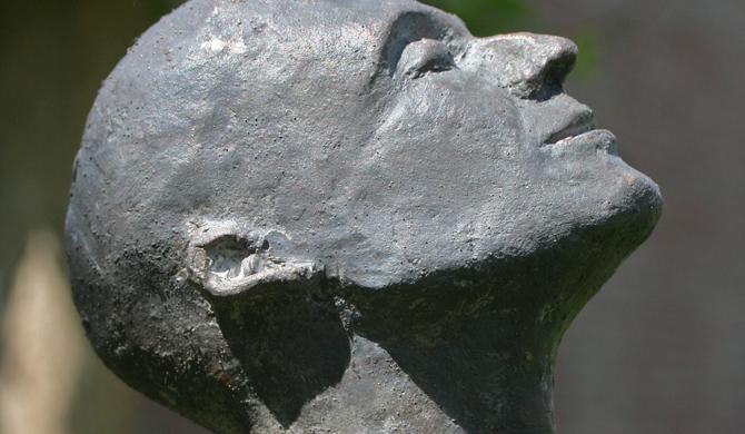 Ouranos, Kieta Nuij beelden in brons