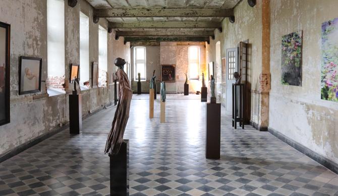 Kasteel d'Aspremont-Lynden, Kieta Nuij beelden in brons