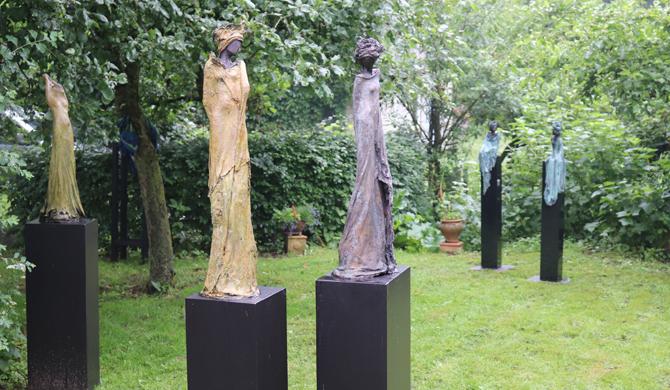 Bronzen beelden van Kieta Nuij op kunstroute Heumen