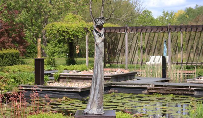 Beelden van Kieta Nuij in de Hortus, Haren